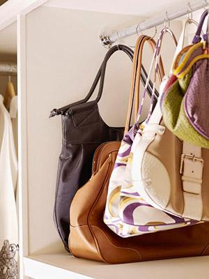 Usa los ganchos de las cortinas de ducha para colgar tus - Ganchos para colgar cortinas ...