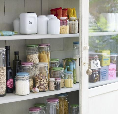 c mo organizar y decorar los gabinetes de la cocina
