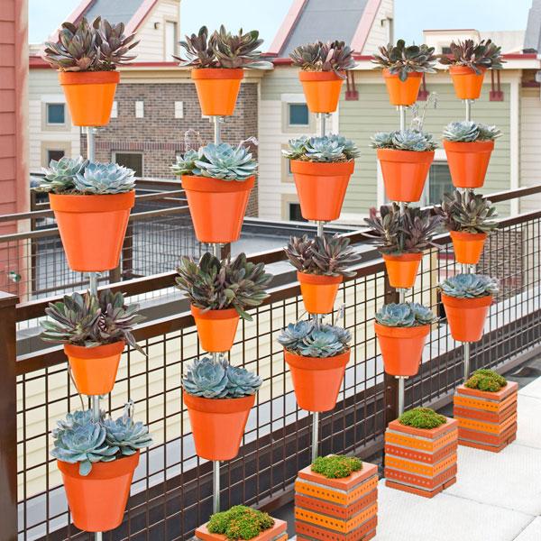 Macetas en vertical para terrazas peque as for Macetas pequenas