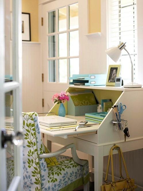 Rincones con encanto en tu oficina en casa for Rincones de jardines con encanto
