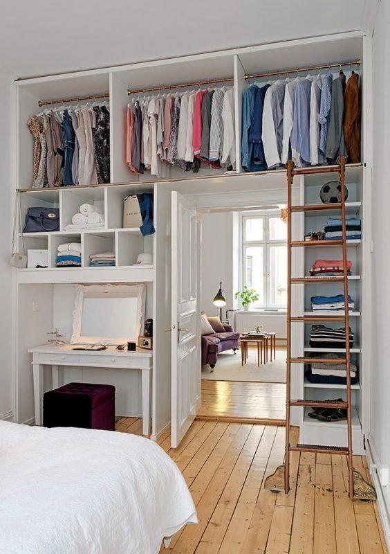Cómo hacer sitio para la ropa en dormitorios pequeños