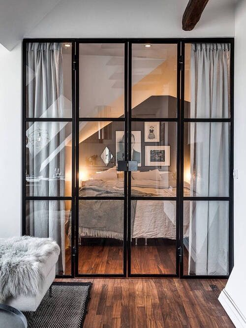 El irresistible encanto de las puertas de cristal